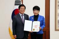박병석 국회의장, 유인경 국회방송자문위원 위촉장 수여